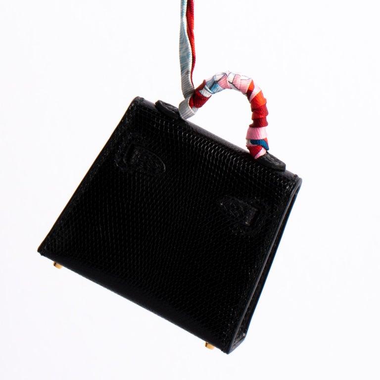 Women's or Men's 1stdibs Exclusive Hermès Kelly Charm Black Lizard Gold Hardware For Sale