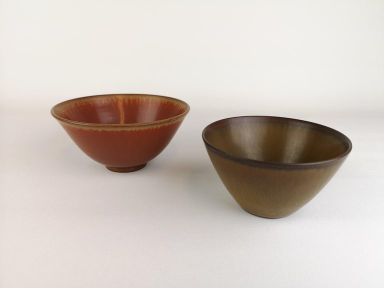 Two wonderful bowls from Rörstrand and maker/Designer Gunnar Nylund and Carl Harry Stålhane. Made in Sweden in the midcentury. Beautiful glazed bowls in good condition.   The large on has measures H 7, D 13 cm; the small one H 6, D 11.