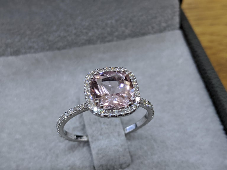 2 Carat 14 Karat White Gold Cushion Morganite Vintage Engagement Ring In New Condition For Sale In New York, NY
