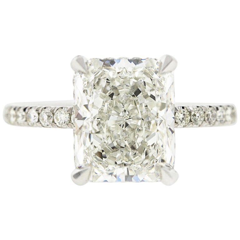 2 Carat Radiant Cut Diamond 'GIA' with Diamonds under the Basket For Sale