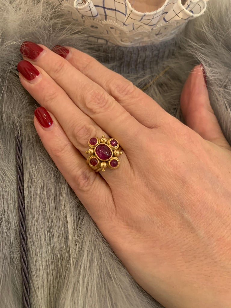 2 Carat Cabochon Rubies 18 Carat Yellow Gold Ring In Excellent Condition For Sale In Paris, FR