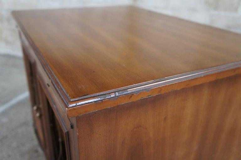 2 Drexel Heritage Movanti Mediterranean Fruitwood Nightstands Grille Doors Tray For Sale 4