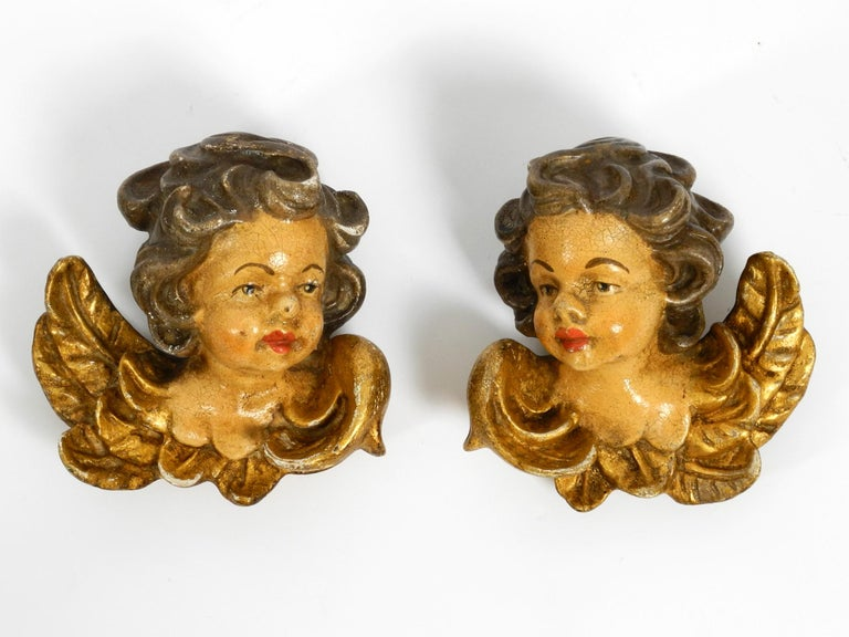2 Enchanting Little Handmade Italian Wooden Angel Heads from the 1930s to Hang In Good Condition For Sale In München, DE