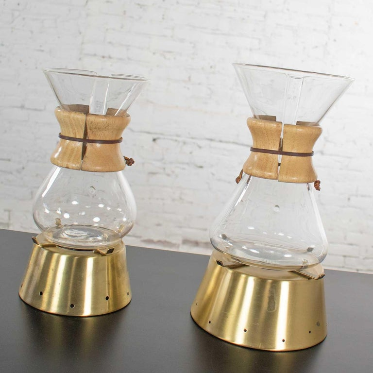 2 Mid-Century Modern Chemex Pour Over Coffeemakers, Peter Schlumbohm with Warmer In Good Condition For Sale In Topeka, KS
