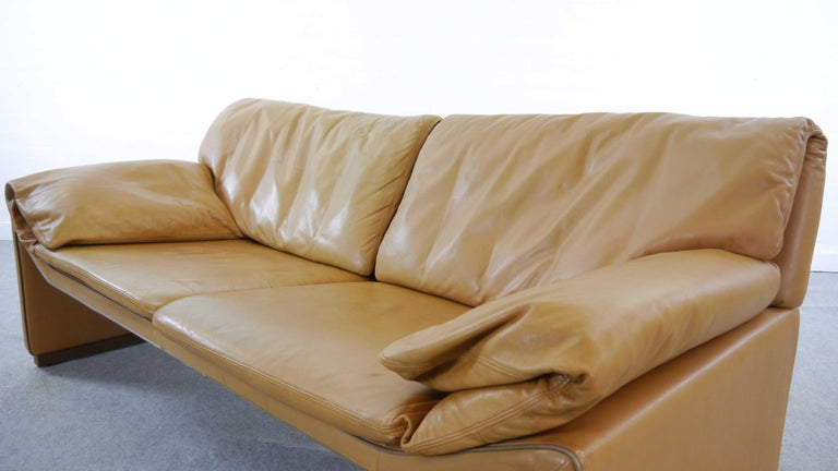 International Style 2-Seat Lounge Sofa by Etienne Aigner in Cognac Leather For Sale