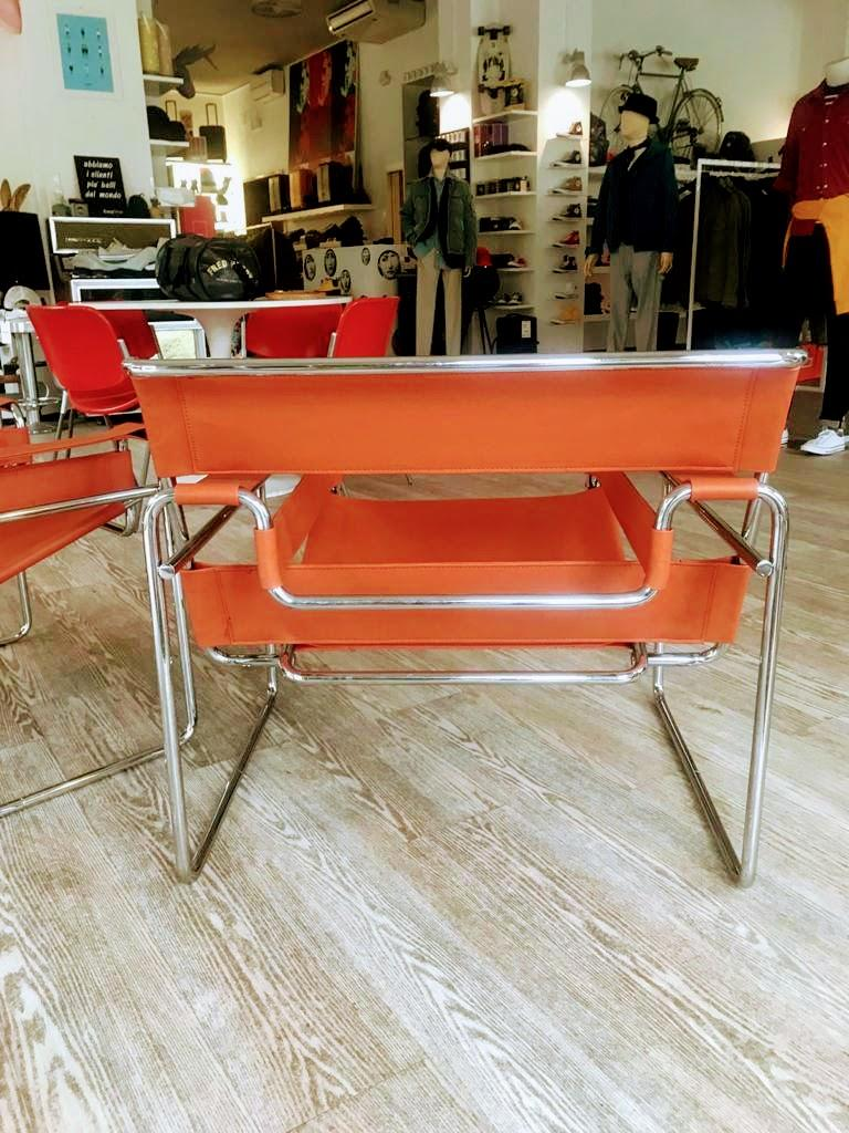 Mid-Century Modern Pair of Wassily Orange Leather Armchairs Tubular Chrome Marcel Breuer for Knoll For Sale