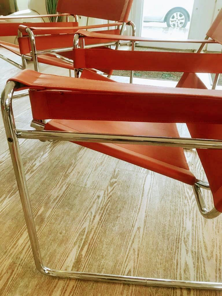 Pair of Wassily Orange Leather Armchairs Tubular Chrome Marcel Breuer for Knoll In Good Condition For Sale In Tuscany, IT