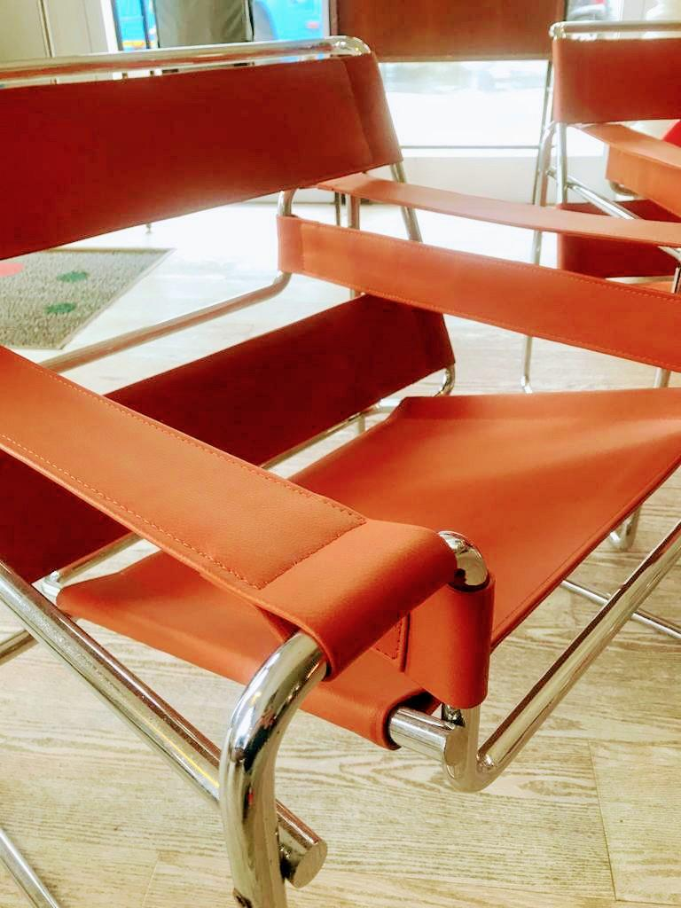 Mid-20th Century Pair of Wassily Orange Leather Armchairs Tubular Chrome Marcel Breuer for Knoll For Sale