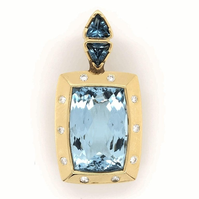 20 Carat Blue Topaz Gemstone & Diamond Gold Pendant Enhancer Fine Estate Jewelry In Excellent Condition For Sale In Montreal, QC