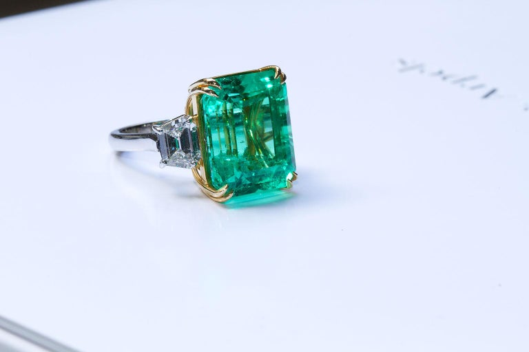 20 Carat Colombian Emerald Engagement Ring  For Sale 5