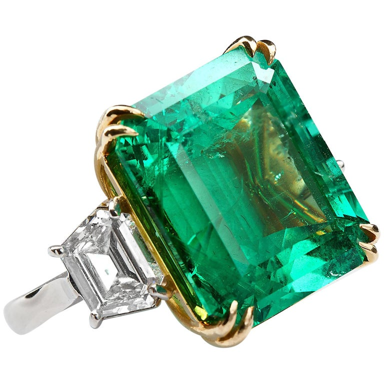 Contemporary 20 Carat Colombian Emerald Engagement Ring  For Sale