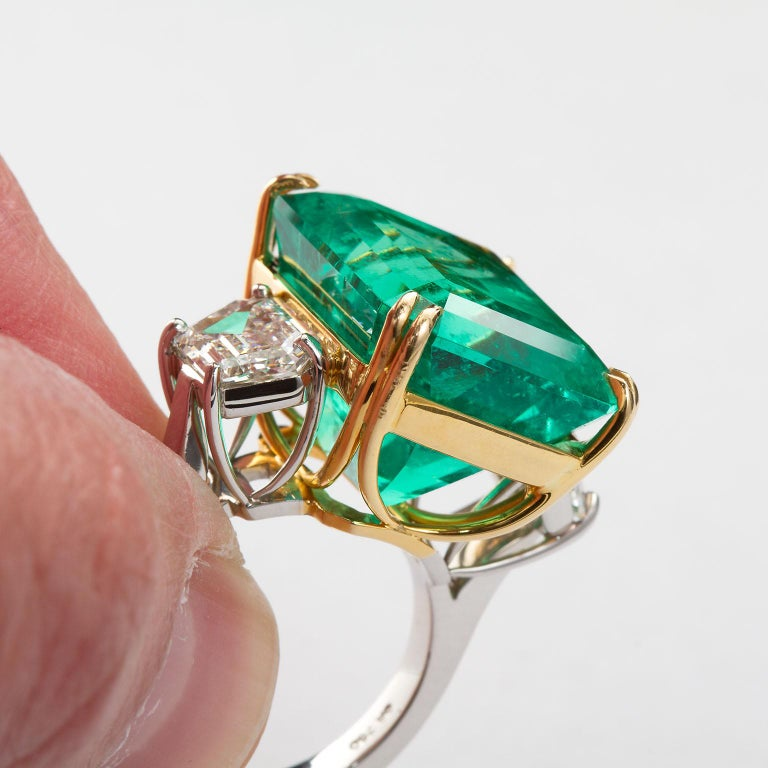 20 Carat Colombian Emerald Engagement Ring  For Sale 2