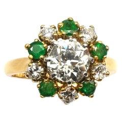 2.0 Carat Diamond and Emerald 18 Karat Yellow Gold Cluster Ring Paris circa 1930