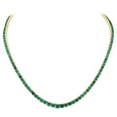 20 Carat Emerald Riviere Necklace Set in 18 Karat Gold