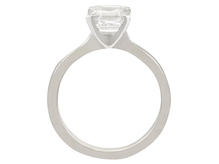 Women's 2.00 Carat Diamond and Platinum Solitaire Engagement Ring For Sale
