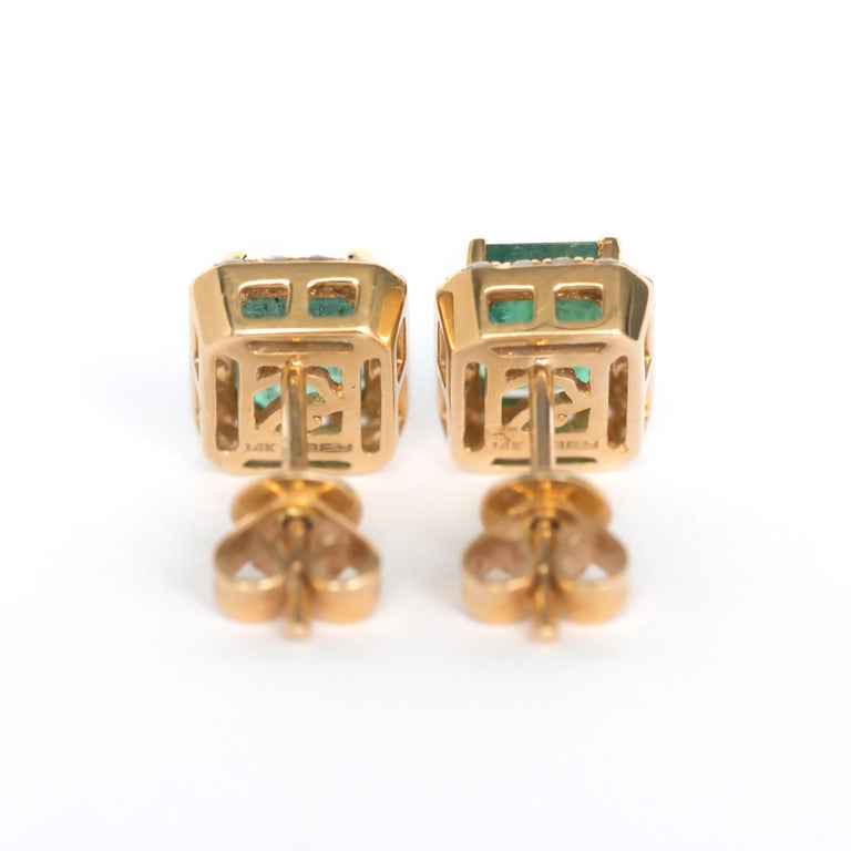 Contemporary 2.00 Carat Total Weight Emerald Yellow Gold Earring For Sale