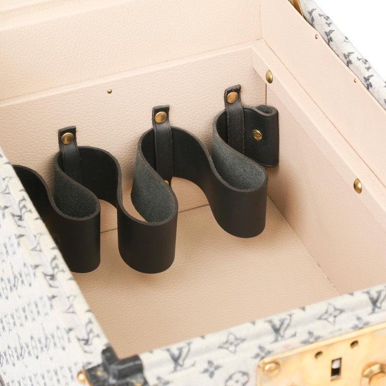 2000 Louis Vuitton Blue Mini Canvas & Navy Leather Special Order Boîte à Flacons For Sale 5