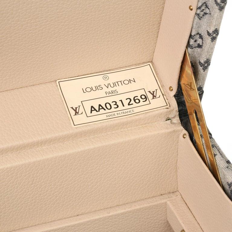 2000 Louis Vuitton Blue Mini Canvas & Navy Leather Special Order Boîte à Flacons For Sale 4