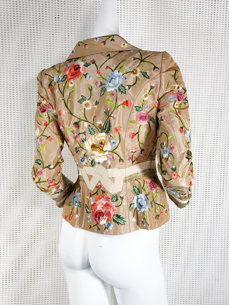 2000 Oscar de la Renta Poly Chrome Floral Embroidered Taupe Silk Jacket Size 4  In Excellent Condition For Sale In San Francisco, CA