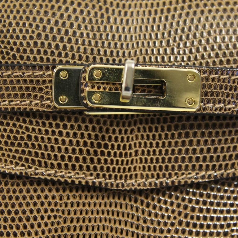 Jaunty fallow brown bag in tesius lizard skin made by Cellerini Firenze, synonymous of italian high quality handcraft. The item comes with a shoulder strap, padlock, keys and clochette. The item in good conditions, it shows very light signs of