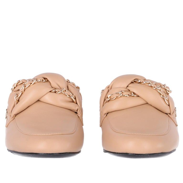 2000s Chanel Beige Leather Mules In Good Condition For Sale In Lugo (RA), IT