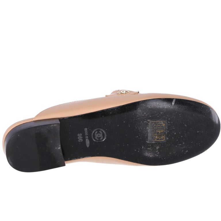 2000s Chanel Beige Leather Mules For Sale 4