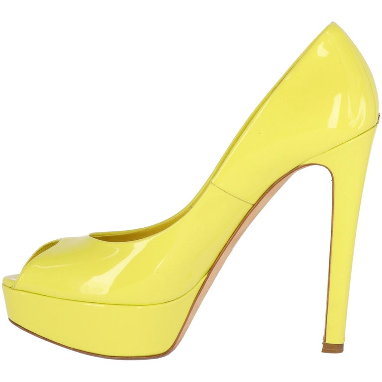 Dior heeled shoes in yellow lemon patent leather, with open toes, plateau, 13 cm heels, and golden metal
