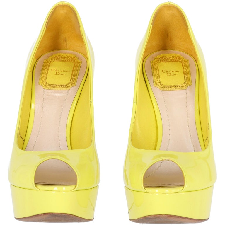 2000s Dior Yellow Lemon Patent Leather Heels Shoes In Good Condition For Sale In Lugo (RA), IT
