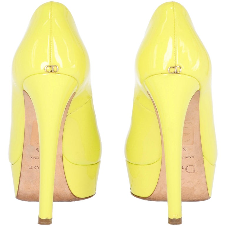 2000s Dior Yellow Lemon Patent Leather Heels Shoes For Sale 1