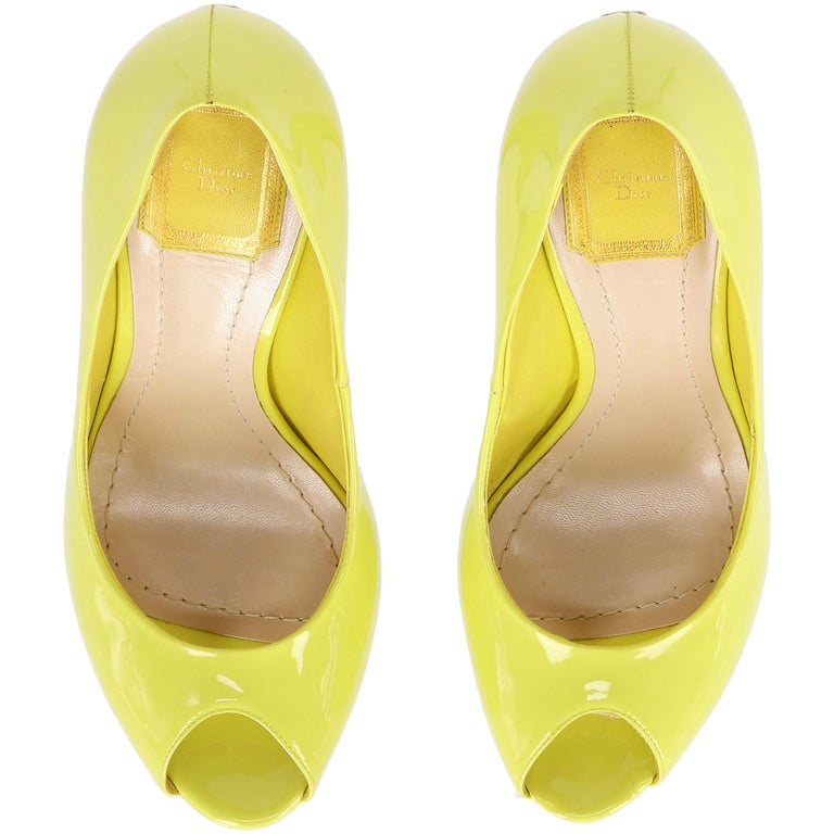 2000s Dior Yellow Lemon Patent Leather Heels Shoes For Sale 2