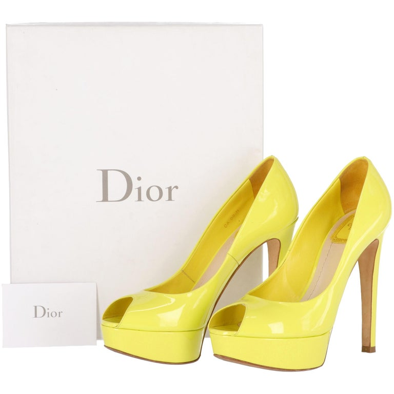 2000s Dior Yellow Lemon Patent Leather Heels Shoes For Sale 4