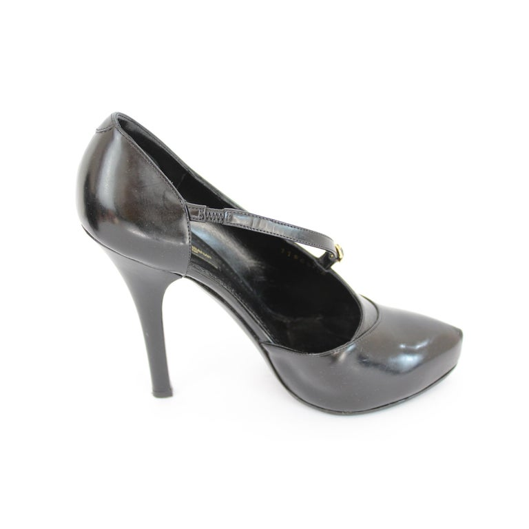 Women's 2000s Dolce & Gabbana Black Patent Leather Heel Shoes Decollete For Sale