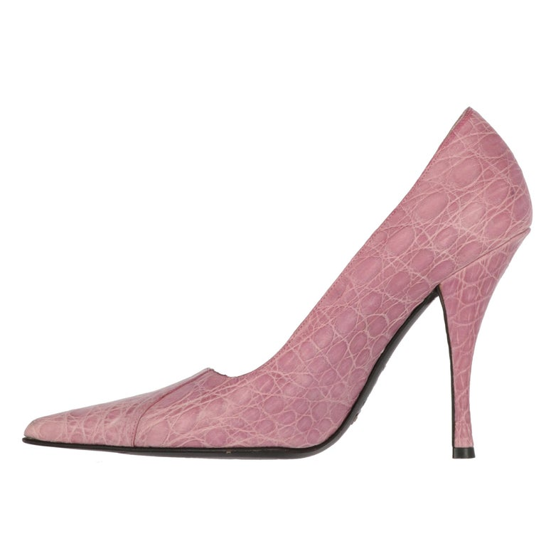 Dolce & Gabbana crocodile print pink genuine leather pumps. Fashionable piece with stiletto heel and pointed toe. The item shows some light signs of wear on the leather and the toe, as shown in the pictures.  Years: 2000s  Made in Italy  Size: 38