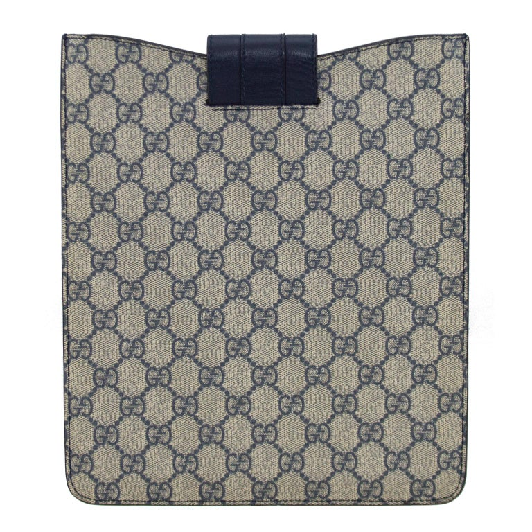 2000's Gucci Navy Blue Logo iPad Sleeve  In Good Condition For Sale In Toronto, Ontario