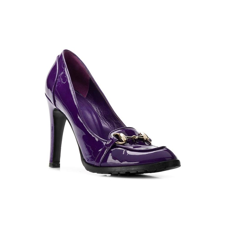 Gucci heeled shoes in purple varnish leather, with beveled tip and applied silver metal clamp.  Years: 2000s  Made in Italy  Size: 36 EU  Heels: 11 cm