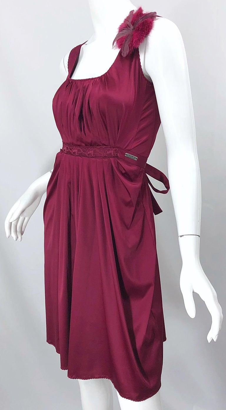 2000s John Galliano Sz 42 (US 6 / 8) Burgundy Silk Feather Brooch Babydoll Dress For Sale 6