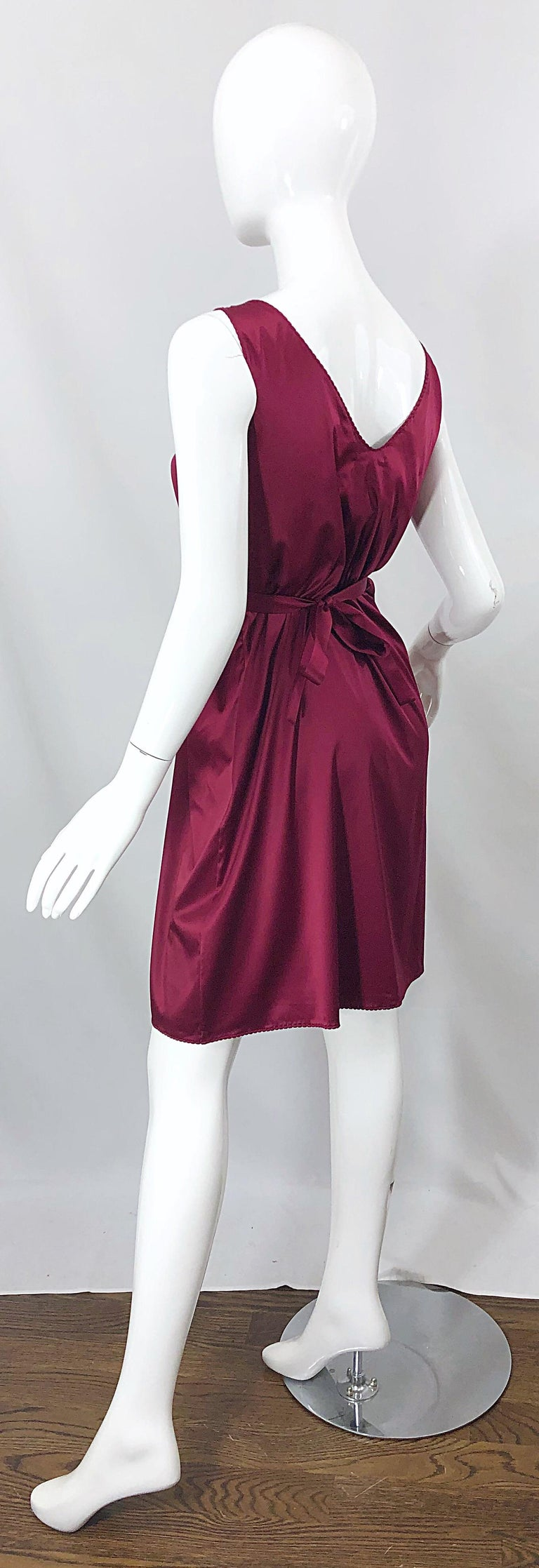 2000s John Galliano Sz 42 (US 6 / 8) Burgundy Silk Feather Brooch Babydoll Dress For Sale 9