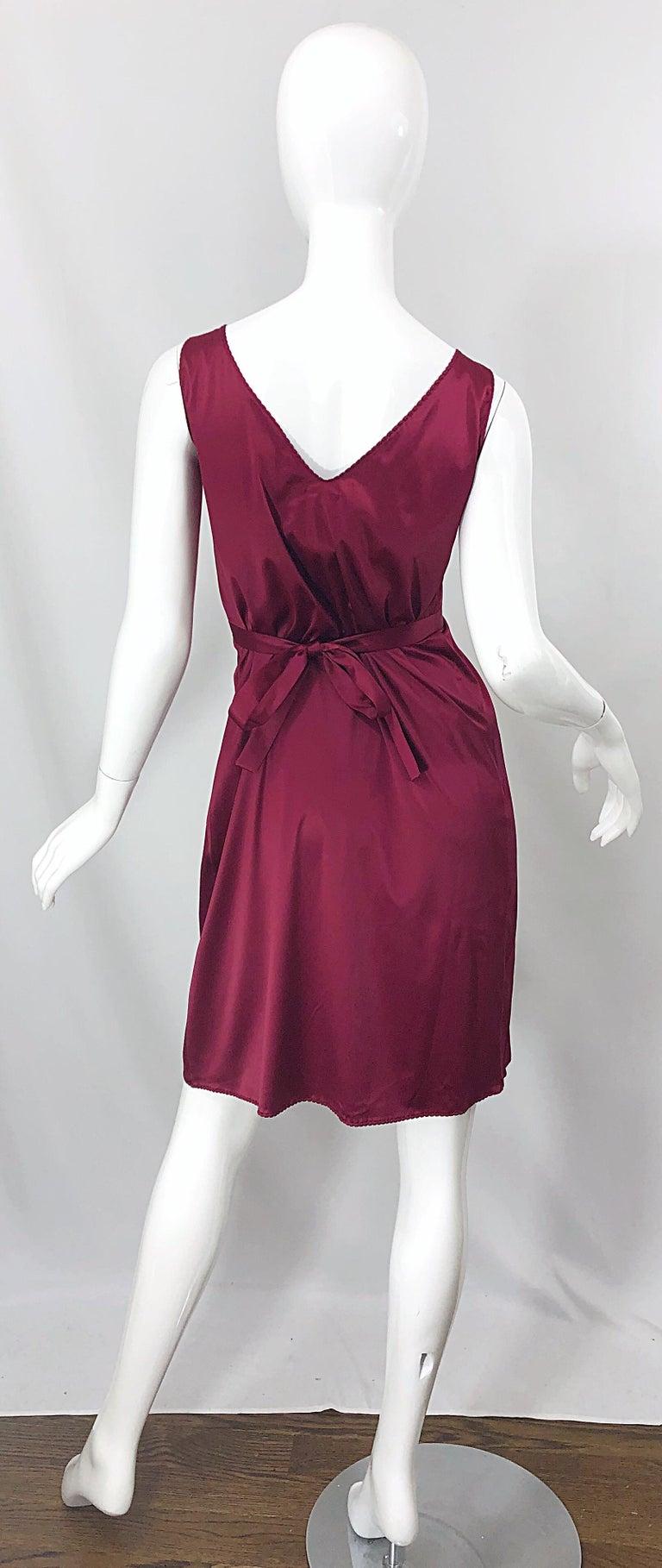 Brown 2000s John Galliano Sz 42 (US 6 / 8) Burgundy Silk Feather Brooch Babydoll Dress For Sale