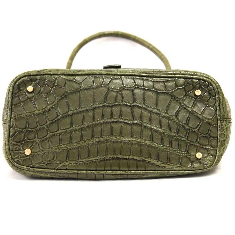 2000s Loro Piana Green Crocodile Leather Handbag In Good Condition For Sale In Lugo (RA), IT