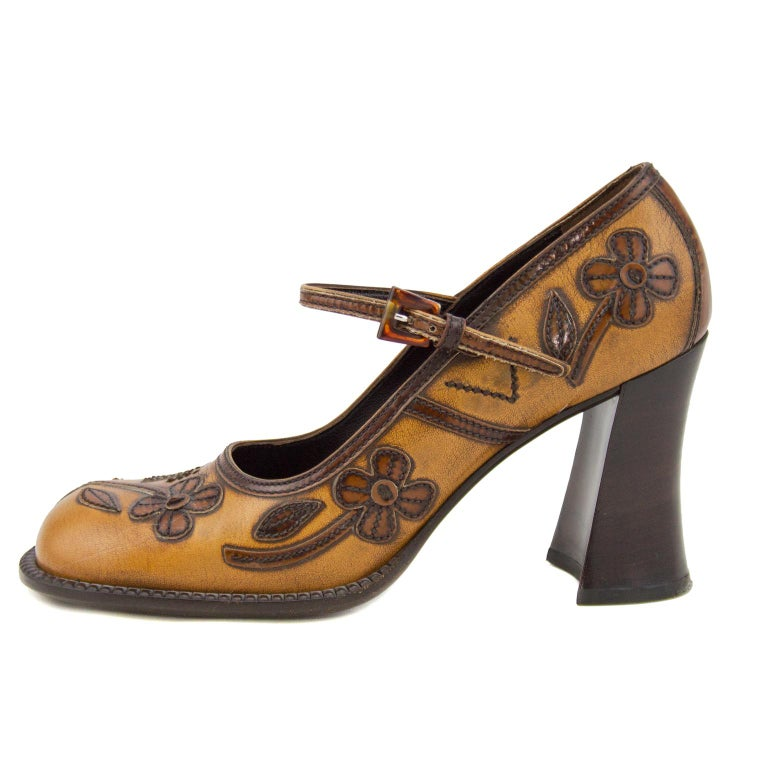 Classic early 2000's antiqued leather appliqué Mary Jane style heels. In excellent condition with only the slightest wear on the soles. Marked size 6 US.