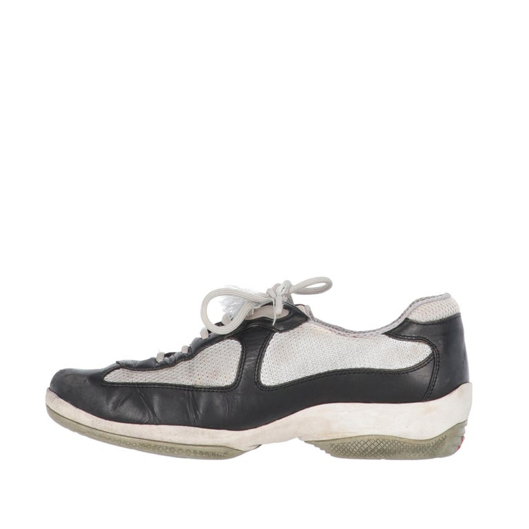 Prada grey technical fabric and dark blue leather lace-up shoes, round toe and rubber sole with Prada Linea Rossa logo.  The shoes show light signs of wear on the leather, the sole and the inside, and a frayed string, as shown in the pictures.