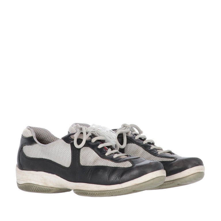 2000s Prada Bicolor Lace-up Shoes In Good Condition For Sale In Lugo (RA), IT