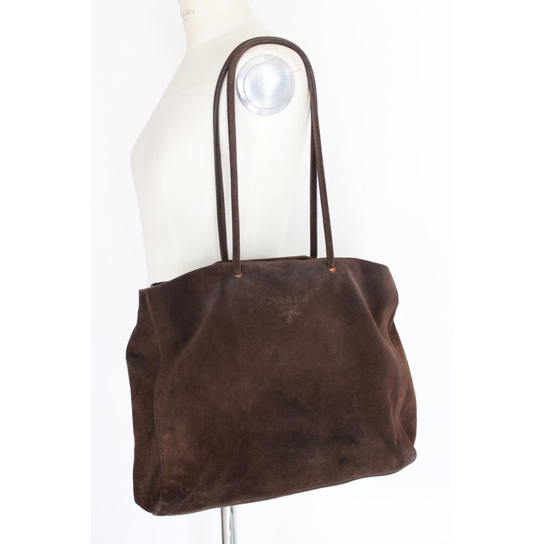 Prada vintage handbag. Brown color, 100% suede leather. Soft shopper model. Inside there are dividers with pockets. 2000s. Made in Italy. Very good vintage condition, with some signs of use. Present internal code: 25  Height: 32 cm Width: 48