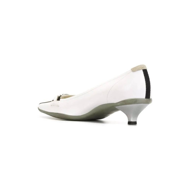 2000s Prada White Kitten Heels In Good Condition For Sale In Lugo (RA), IT