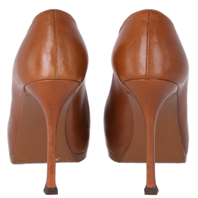 2000s Yves Saint Laurent Brown Leather Tribtoo Pumps In Good Condition For Sale In Lugo (RA), IT