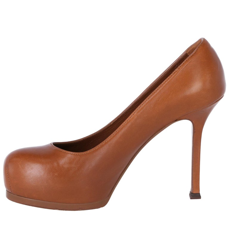 2000s Yves Saint Laurent Brown Leather Tribtoo Pumps For Sale 2