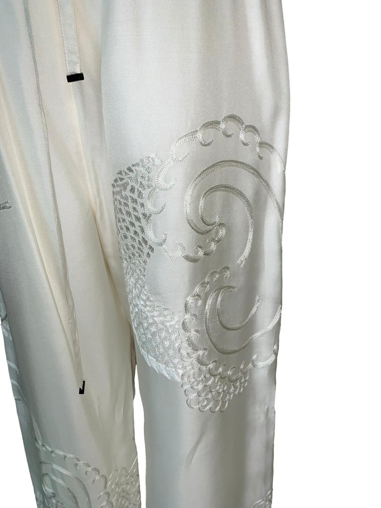 2001 Gucci Tom Ford Ivory Silk Chinese Dragon Embroidered Jacket Pant Tracksuit In Good Condition For Sale In Yukon, OK