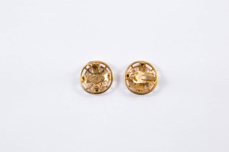 2003s Chanel Logo Gold Tone Clip On Earrings In Good Condition For Sale In Paris, FR
