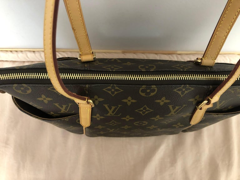 2014 Louis Vuitton Monogram Total MM Tote In Excellent Condition For Sale In Port Hope, ON