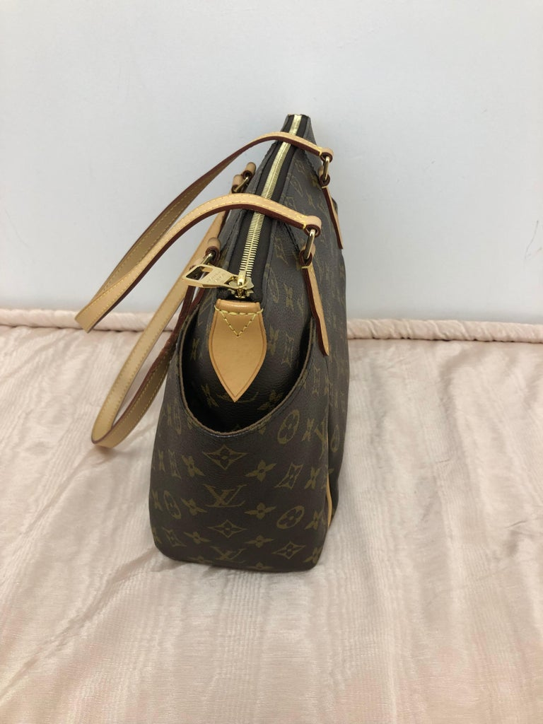 Women's 2014 Louis Vuitton Monogram Total MM Tote For Sale